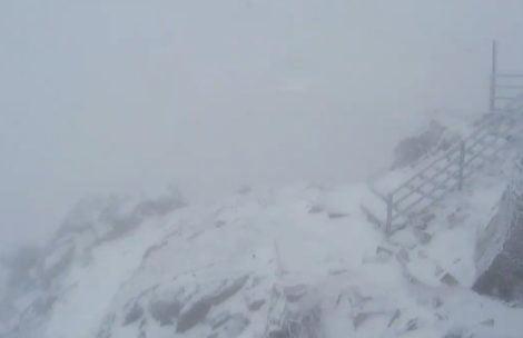 Trudne warunki w Tatrach, wysoko w górach śnieg