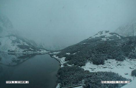 Śniegu coraz więcej, w Dolinie Pięciu Stawów biało!