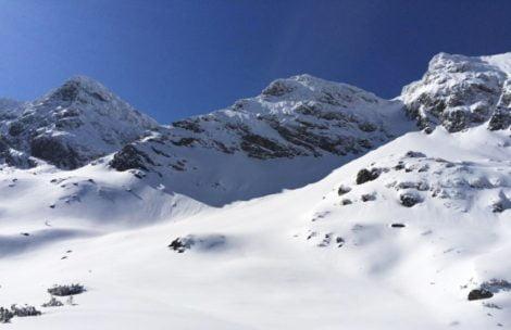 Niebezpieczne warunki w Tatrach: wraz z temperaturą rośnie zagrożenie lawinowe!