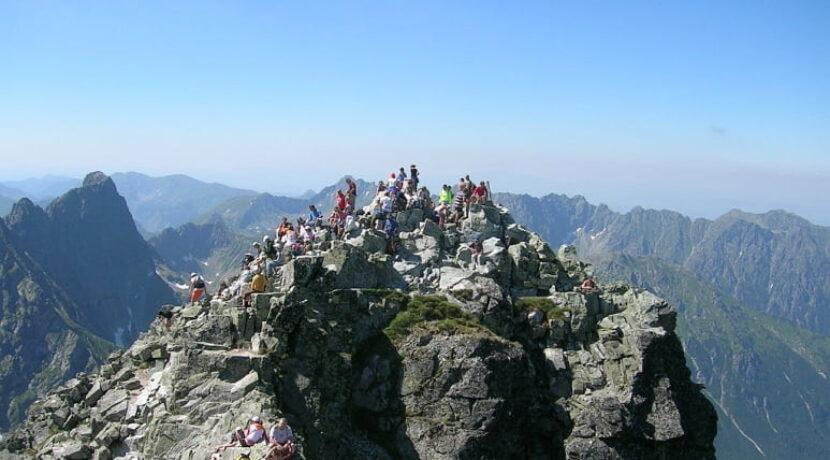Biało-czerwone flagi na najwyższych szczytach polskich gór