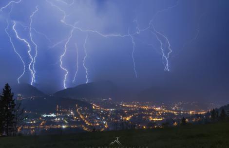 Uwaga na burze w Tatrach! Jak się zachować, gdy nas złapie?