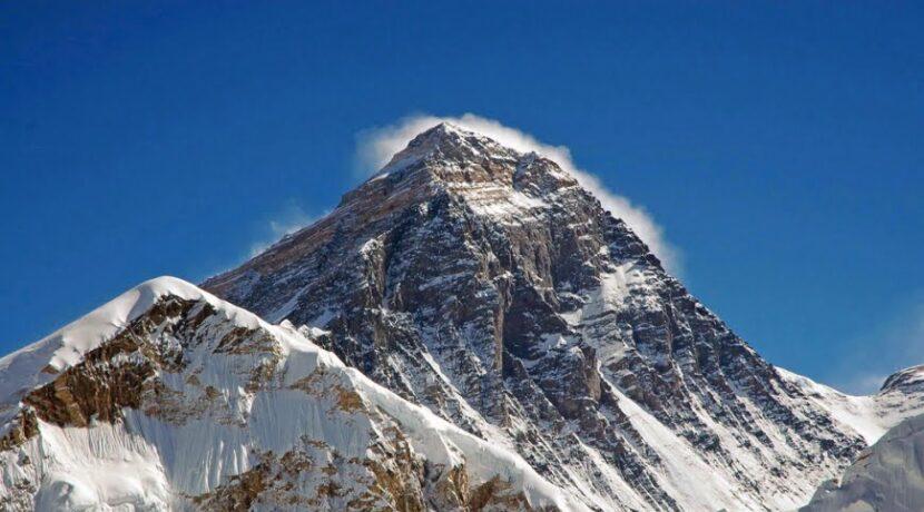 Andrzej Bargiel chce wnieść polską flagę na Everest…i zjechać z niego na nartach