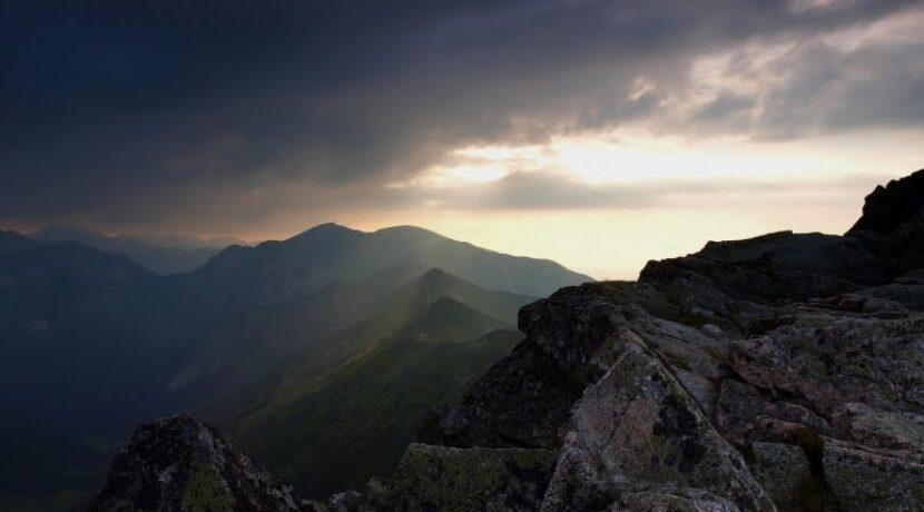Dni w górach coraz krótsze, zabierajcie latarki!