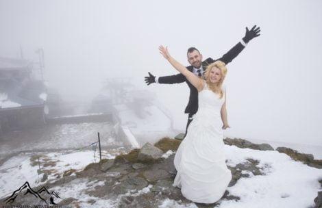 Zimno, śnieg, zerowa widoczność. A jednak dali radę! Sesja ślubna inaczej