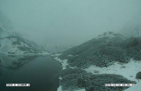 Na Podhalu i w Tatrach biało! Spadło kilkanaście centymetrów i nadal sypie