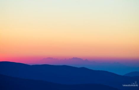 Widok na Tatry z Bieszczadów o zachodzie słońca (ZDJĘCIA)