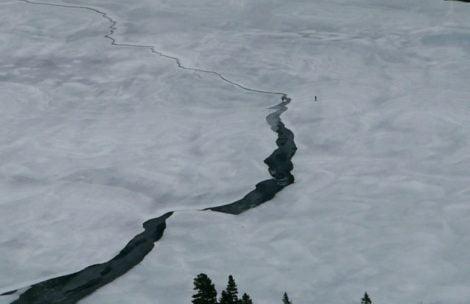 """TOPR: """"Nie wchodźcie na lód na stawach"""". Turyści swoje"""