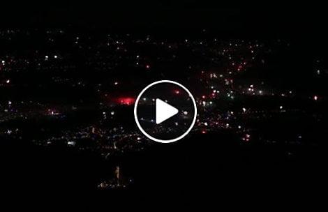 Rozświetlone fajerwerkami Zakopane – widok z Kasprowego Wierchu (FILM)