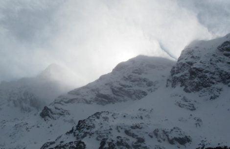 Znaczne zagrożenie lawinowe w Tatrach, ratownicy ostrzegają