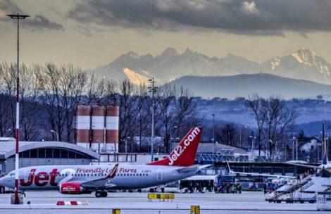 Krakowskie lotnisko Balice z Tatrami w tle (ZDJĘCIA)