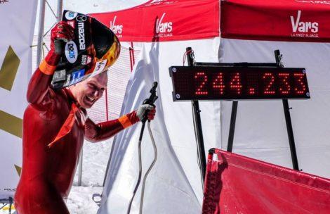 Nowy rekord Polski w prędkości zjazdu na nartach – 244 km/h!