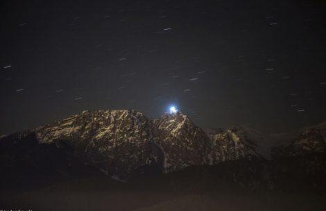 02.04.2016 – górale po raz kolejny podświetlili krzyż na Giewoncie (ZDJĘCIA)