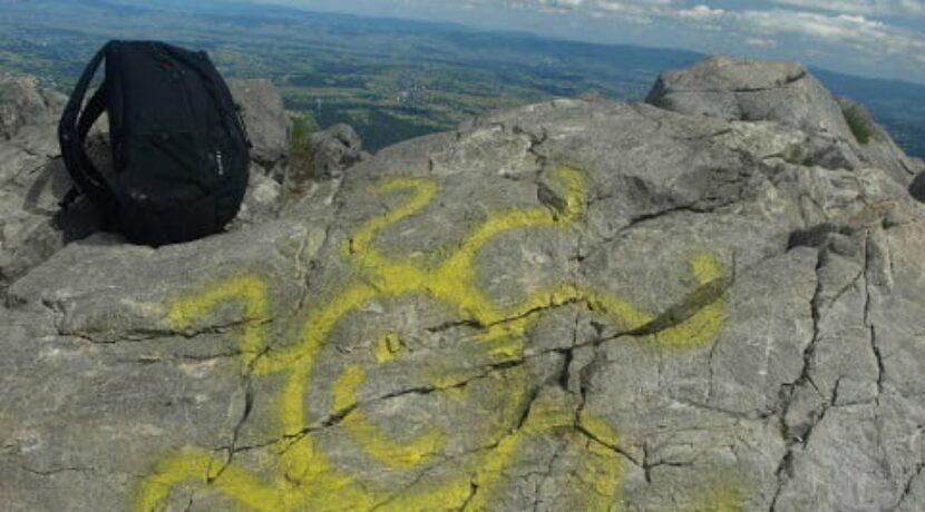 Wandale namalowali słońce na szczycie Giewontu