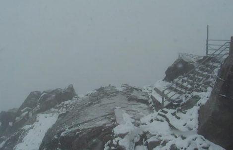 W Tatrach sypie śnieg, na szczytach robi się biało