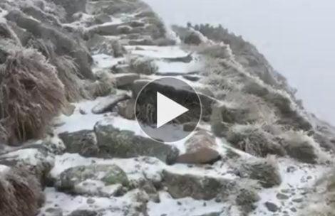 """Uwaga na """"szklane góry""""! Szlaki w Tatrach bardzo śliskie (FILM)"""