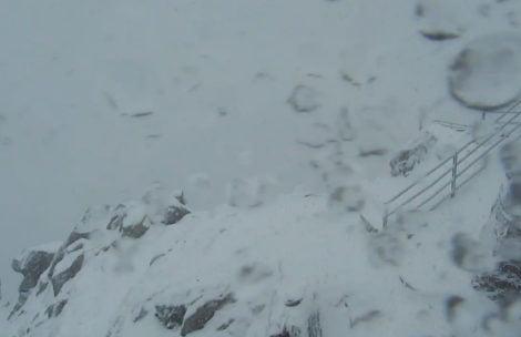W Tatrach sypie śnieg, robi się biało