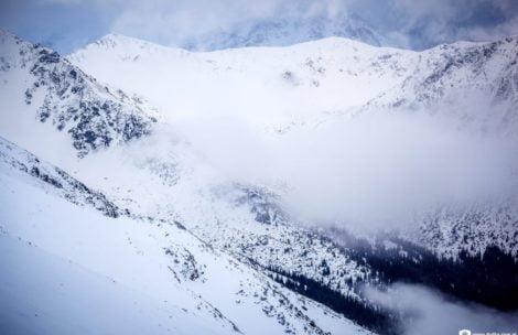 Trudne warunki w Tatrach! Szlaki są oblodzone i śliskie