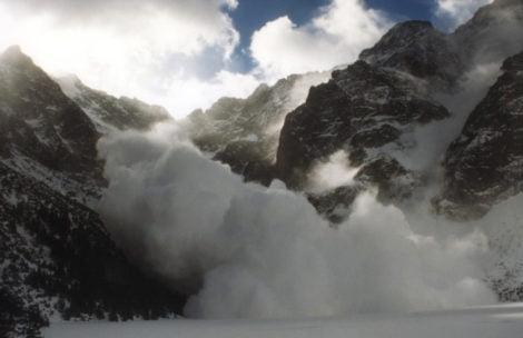 """Lawinowa """"czwórka"""" w Tatrach! Nie wychodźcie w góry!"""