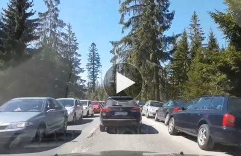Majówka w Tatrach. Droga do Morskiego Oka zapchana samochodami (FILM)