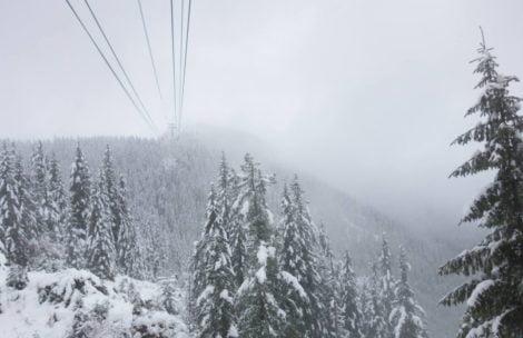 W Tatrach zima! TOPR ogłasza pierwszy stopień zagrożenia lawinowego