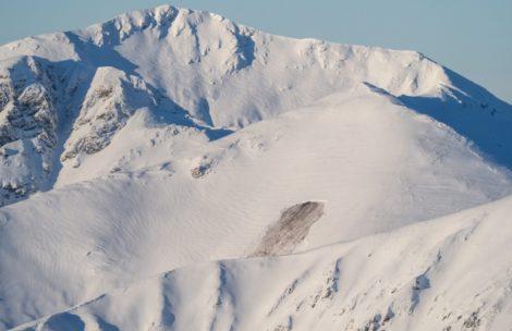 Uwaga na lawiny w Tatrach! Ta zeszła samoczynnie (ZDJĘCIA)