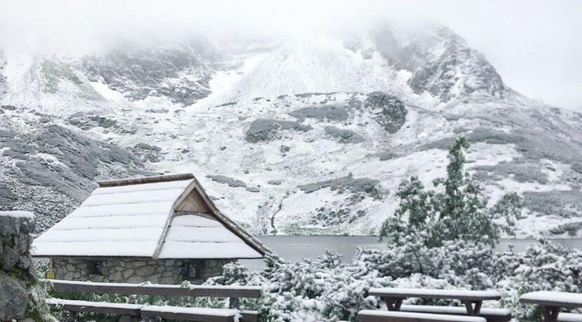 W Tatrach sypnęło śniegiem! Tak wygląda dzisiejszy poranek [ZDJĘCIA]
