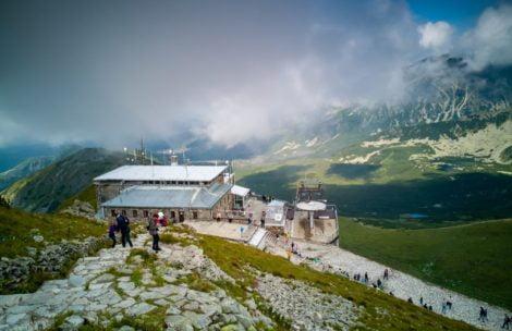 Dramatyczne chwile w Tatrach. Akcja reanimacyjna w kolejce na Kasprowy Wierch