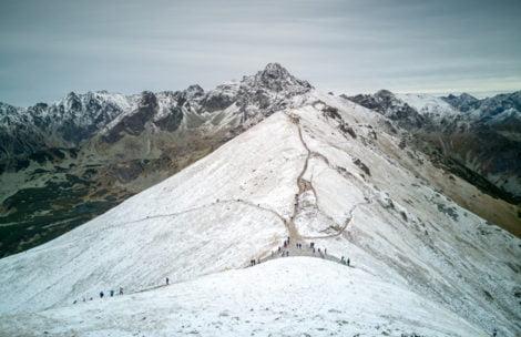 W Tatrach spadł śnieg. Dzisiejsze zdjęcia z Kasprowego Wierchu (GALERIA)