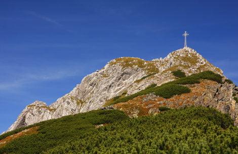 """""""Krzyż zabija! Usunąć z Giewontu"""" – władze Zakopanego reagują na głośny wpis po burzy w Tatrach"""