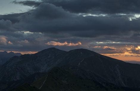 W górach dni coraz krótsze, zabierajcie latarki!