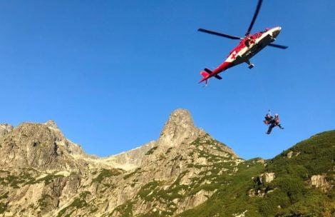 Wypadek w Tatrach. Turysta trafiony strąconym powyżej kamieniem
