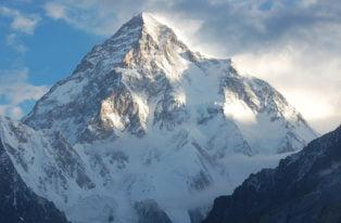K2 zimą zdobyte! Nepalczycy meldują się na szczycie