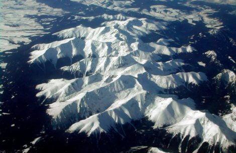 Kolejna ewakuacja turystów w Tatrach. Drogę odcięła lawina