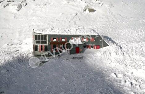 Wielka lawina zeszła na schronisko w Tatrach! Jest bardzo niebezpiecznie