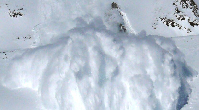 Trzeci stopień zagrożenia lawinowego w Tatrach. TOPR: Nie wychodźcie w góry!