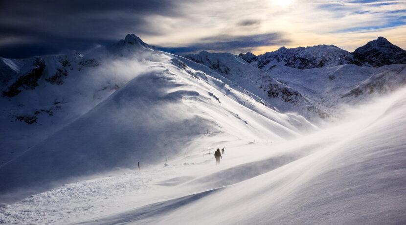 Tatry: w niedzielę wiatr do 180 km/h, nie wychodźcie w góry!