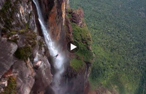 Ratownik TOPR skoczył z najwyższego wodospadu świata! Te ujęcia zapierają dech w piersiach (FILM)