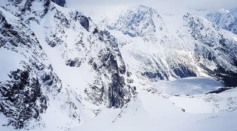 Niebezpieczne warunki na szlaku na Rysy! Mnóstwo nawianego śniegu (ZDJĘCIA)