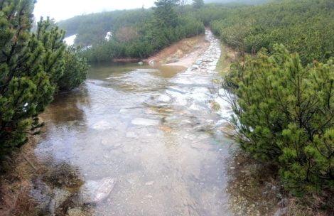 Ulewa w Tatrach! Liczne podtopienia i zalane szlaki (FILM)