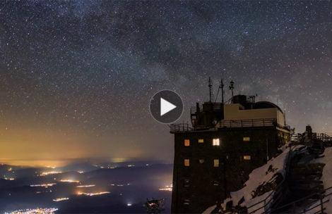 Ten film zachwyci każdego! Niesamowity nocny timelapse ze szczytu Łomnicy