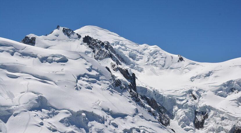Skandal na Mont Blanc. Wylądowali prywatnym samolotem 400 metrów pod szczytem i poszli w górę