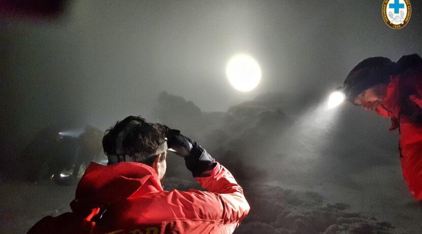Duża akcja ratunkowa TOPR. Przez całą noc sprowadzano turystów, którzy utknęli w górach