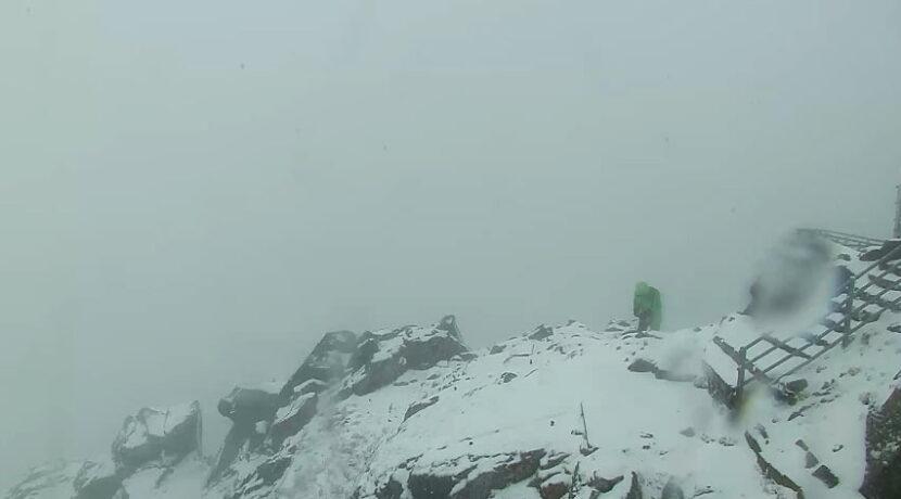 W Tatrach zima! Na szczytach zrobiło się biało (NA ŻYWO)