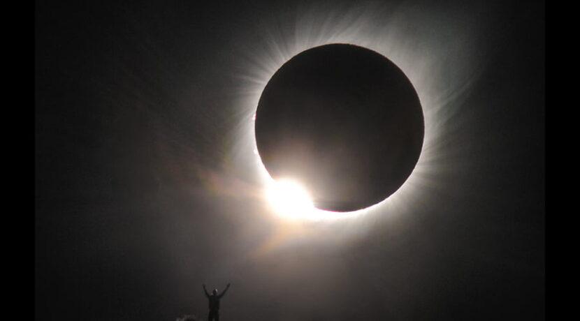 Fotograf z Zakopanego pojechał do Chile na zaćmienie Słońca. I zrobił TO ZDJĘCIE!