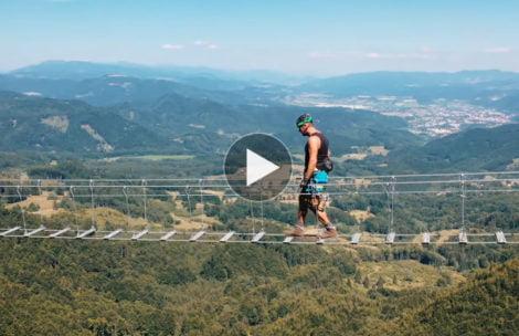 Na Słowacji otwarto most linowy nad przepaścią. Emocje podczas przejścia gwarantowane! (FILM)
