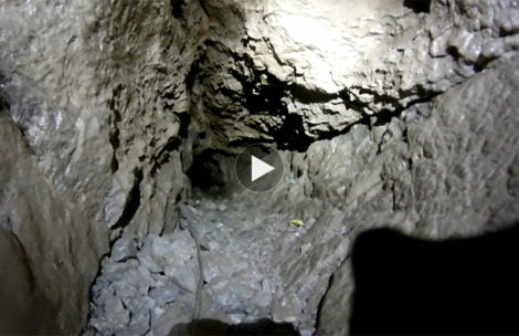 Ratownicy pokazują filmy z akcji ratunkowej w jaskini. W takich warunkach pracują (WIDEO)