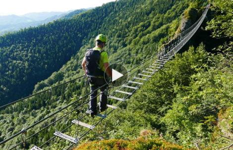 Tak wygląda przejście słynnym mostem nad przepaścią na Słowacji (FILM)