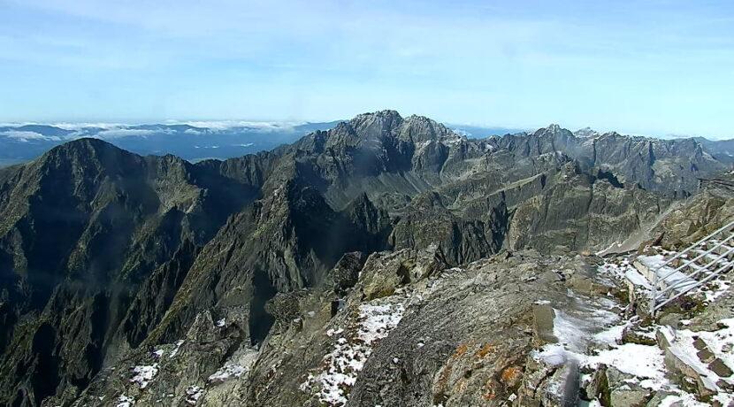 W Tatrach spadł pierwszy śnieg. Ratownicy TOPR ostrzegają