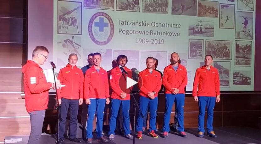 Nowi ratownicy TOPR złożyli przysięgę przed Naczelnikiem (FILM)