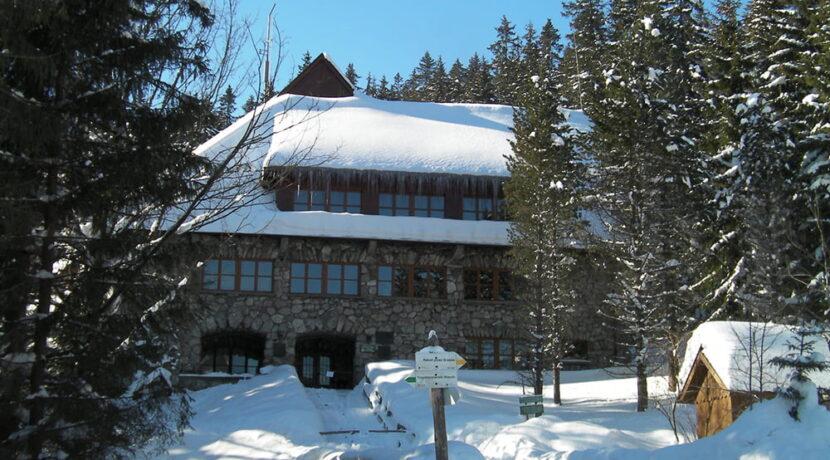 Prośba do turystów w Tatrach: ograniczcie wizyty w schronisku